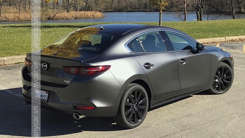 Kích thước xe Mazda 3 Sedan: D 4660 x R 1795 x C 1450 (mm)