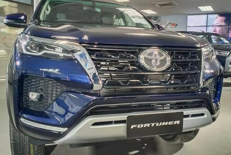 Đầu xe Toyota Fortuner máy xăng