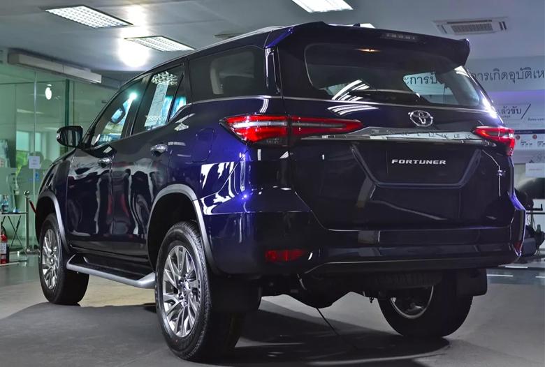 Đuôi xe Toyota Fortuner máy dầu