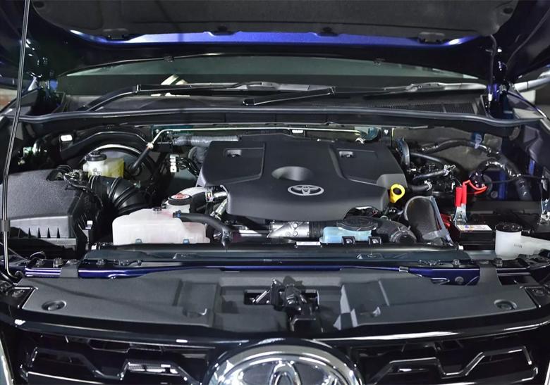 Toyota Fortuner có cả bản máy xăng và máy dầu