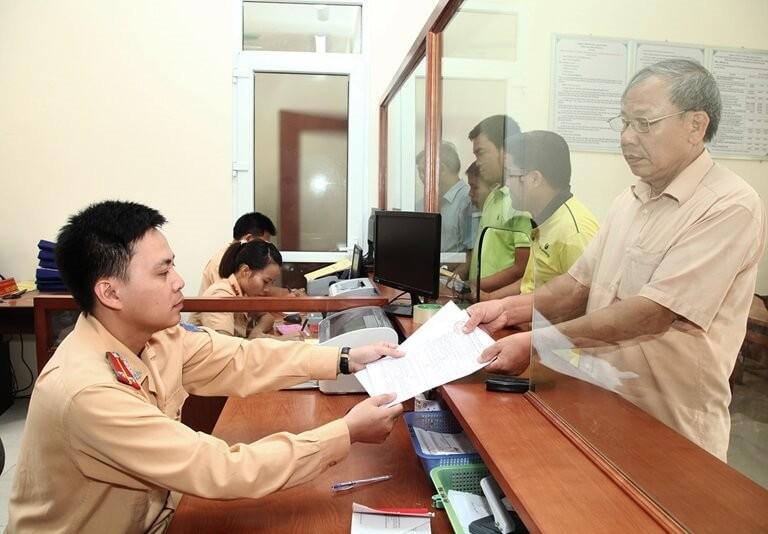 Nộp hồ sơ lên cơ quan có thẩm quyền