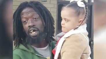 homeless-man-sings-with-girl-with-down-syndrome