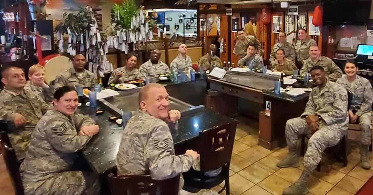couple-pays-military-members-lunch