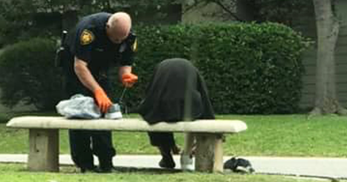officer-buys-homeless-shoes