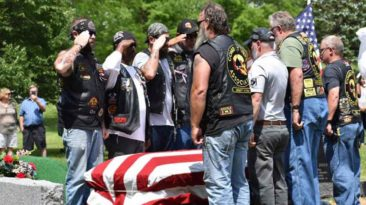 strangers-attend-veterans-funeral