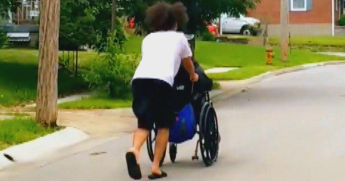 teen-helps-elderly-wheelchair-tornado
