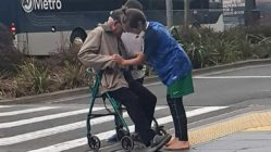 two-auckland-boys-helps-elderly-man