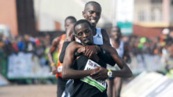 Kenyan-runner-helps-opponent