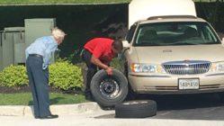 chick-fil-a-manager-helps-elderly-man-flatten-tire