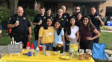 community-helps-girl-lemonade-stand