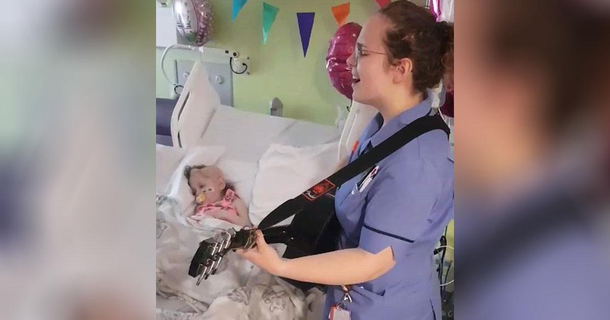 nurse-singing-to-patient