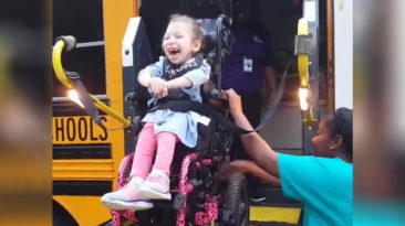 Arianna-Hopper-cerebral-palsy-first-day-school
