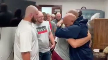Lyon-college-football-players-shave-heads