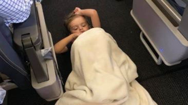 united-airlines-flight-crew-comforts-autistic-boy