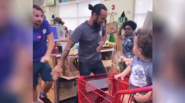 Trader-Joe's-employees-dancing-toddler-tandrum