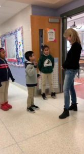kids-greets-deaf-teacher-using-sign-6