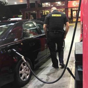 police-deputy-buys-pumps-gas-for-woman