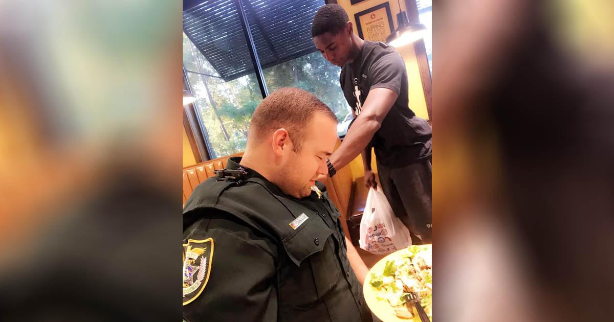 teen-prays-for-police-officer