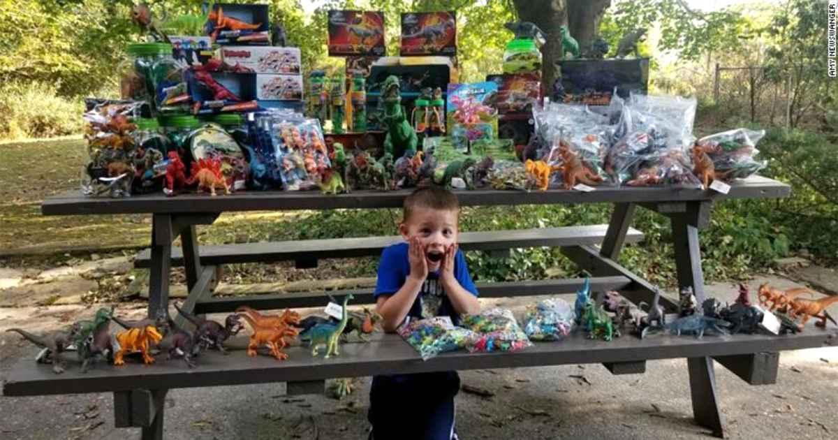 cancer-free-boy-donates-toys-1