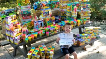 cancer-free-boy-donates-toys