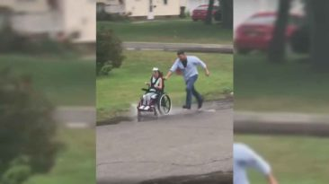 dad-pushes-daughter-in-wheelchair