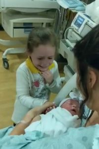 sister-meets-newborn-brother-3