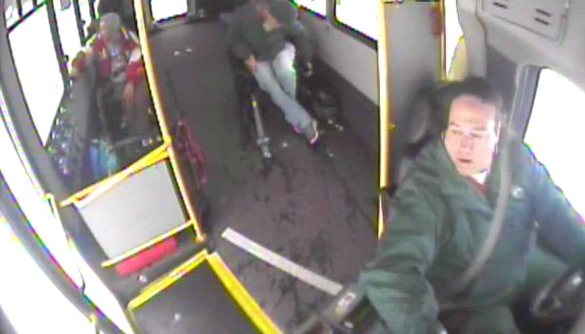 bus-driver-saves-siblings