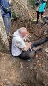 man-reunites-with-missing-dog-2