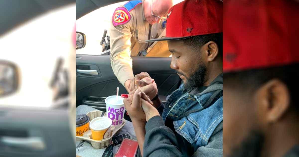 texas-officer-pray