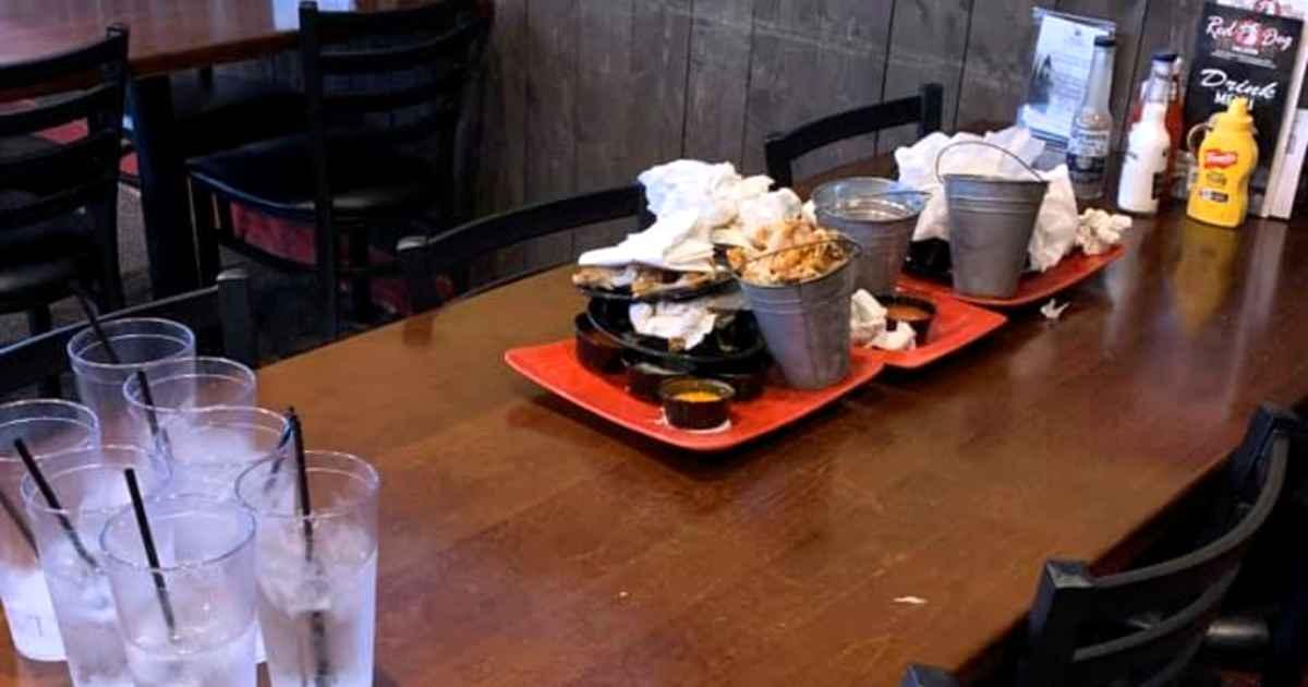 boys-clean-restaurant