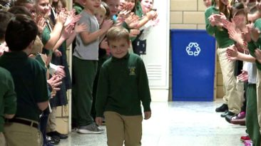 kids-welcome-classmate-after-chemo