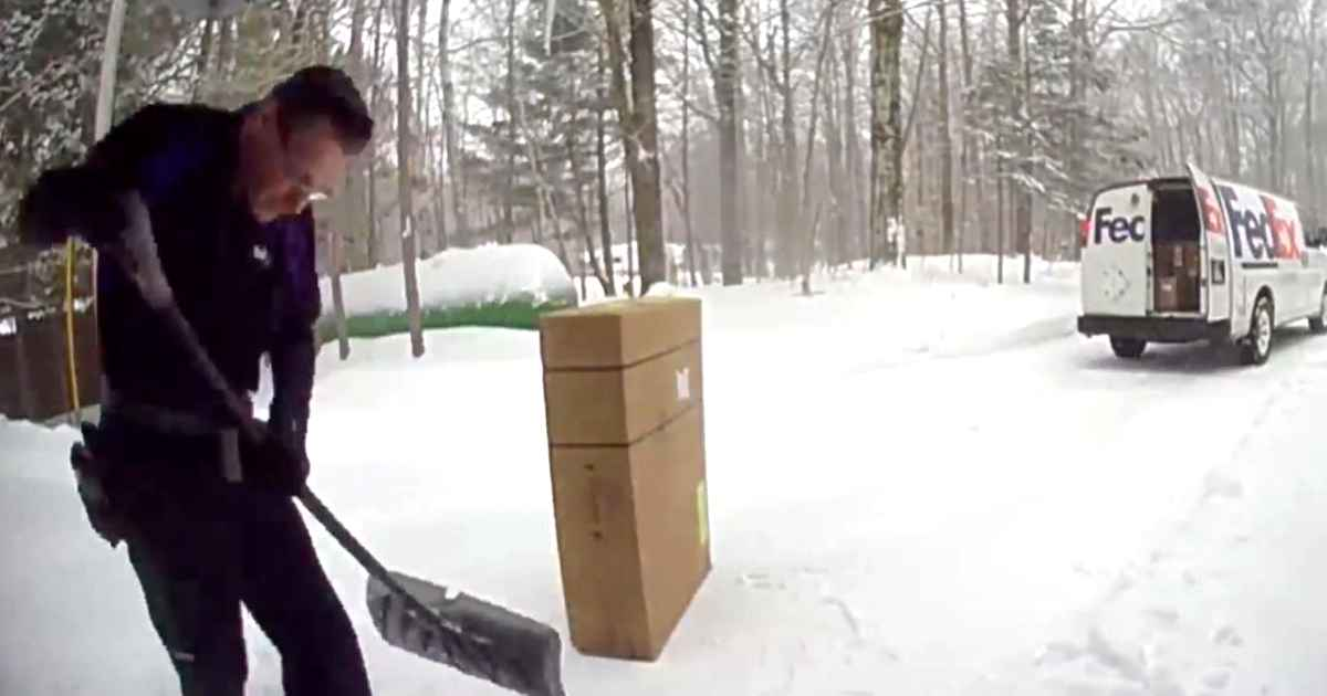 fedex-driver-shovel-snow