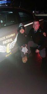 ohio-officer-reunites-toddler-lost-stuffed-animal-2