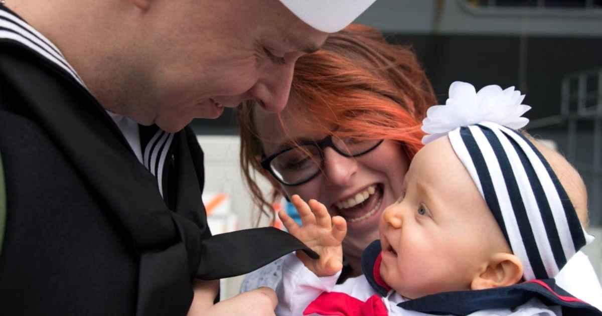 uss-lincoln-sailors-meet-babies