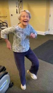 elderly-woman-dancing-end-of-therapy-2