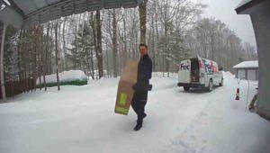 fedex-driver-shovel-snow-2
