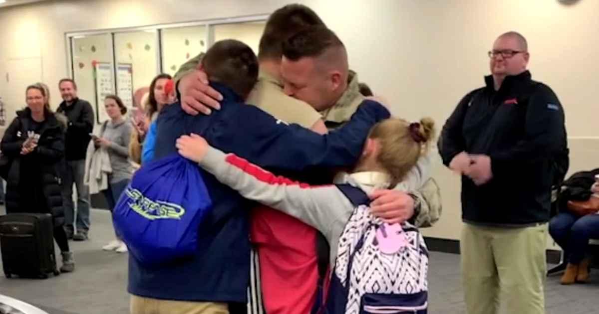 soldier-surprises-siblings