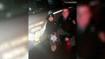 ohio-officer-reunites-toddler-lost-stuffed-animal