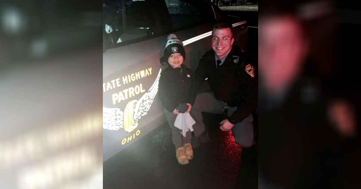 ohio-officer-reunites-toddler-lost-stuffed-animal