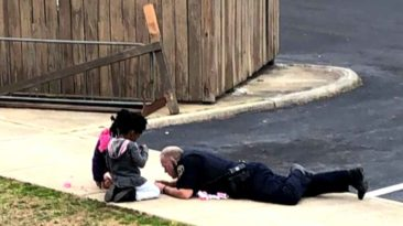 officer-plays-with-kids