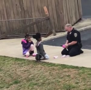 officer-plays-with-kids-2