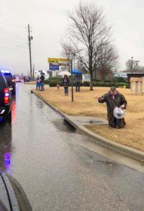 Alabama man prays for fallen officer