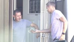 man-gives-money-to-stranger