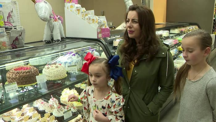 woman-buys-cake-for-stranger's-daughter-3