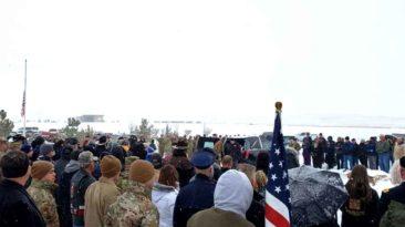strangers-attends-veterans-funeral