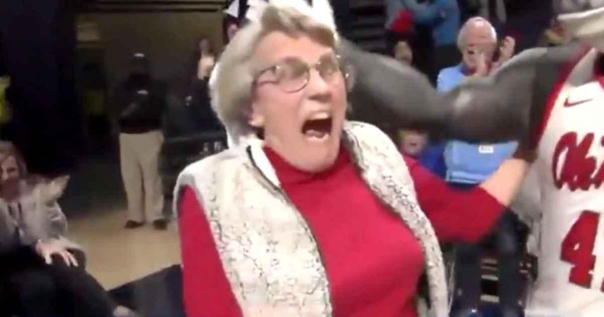 grandma-sinks-putt