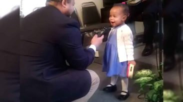 little-girl-sings-at-church-ariana-allen
