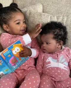 girl-reads-to-little-sister-2