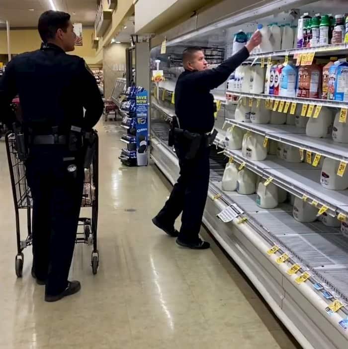 california-policen-buys-groceries-for-elderly-2