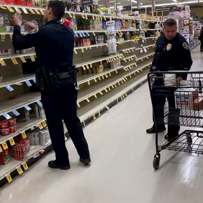 california-policen-buys-groceries-for-elderly-1